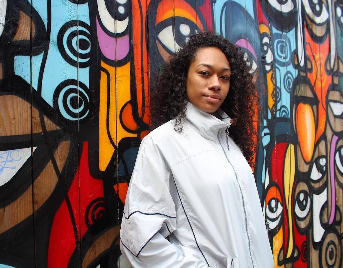 """Amba Jae Makes Her Debut With Silky Smooth R&B Jam """"6 O'Clock"""""""