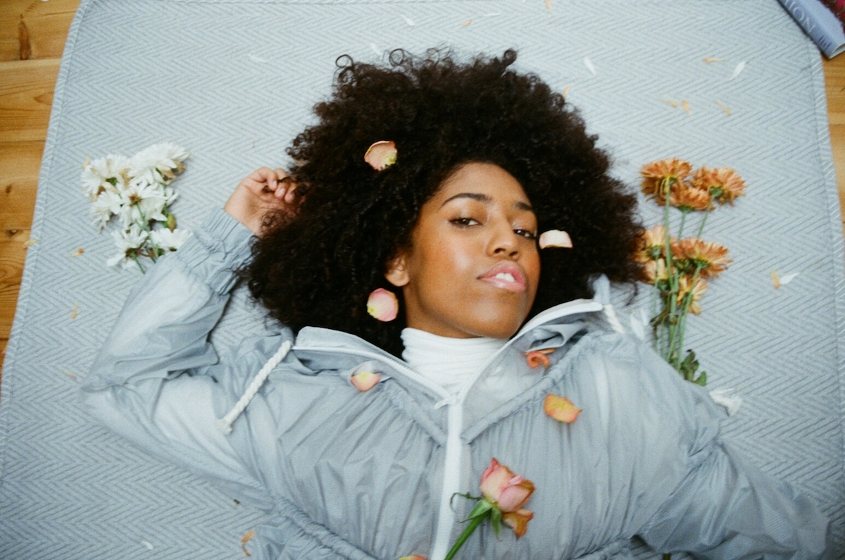 "Singer-Songwriter Amber-Simone's ""Glitter"" Is Bursting With Classic Funk And Soul Grandeur"