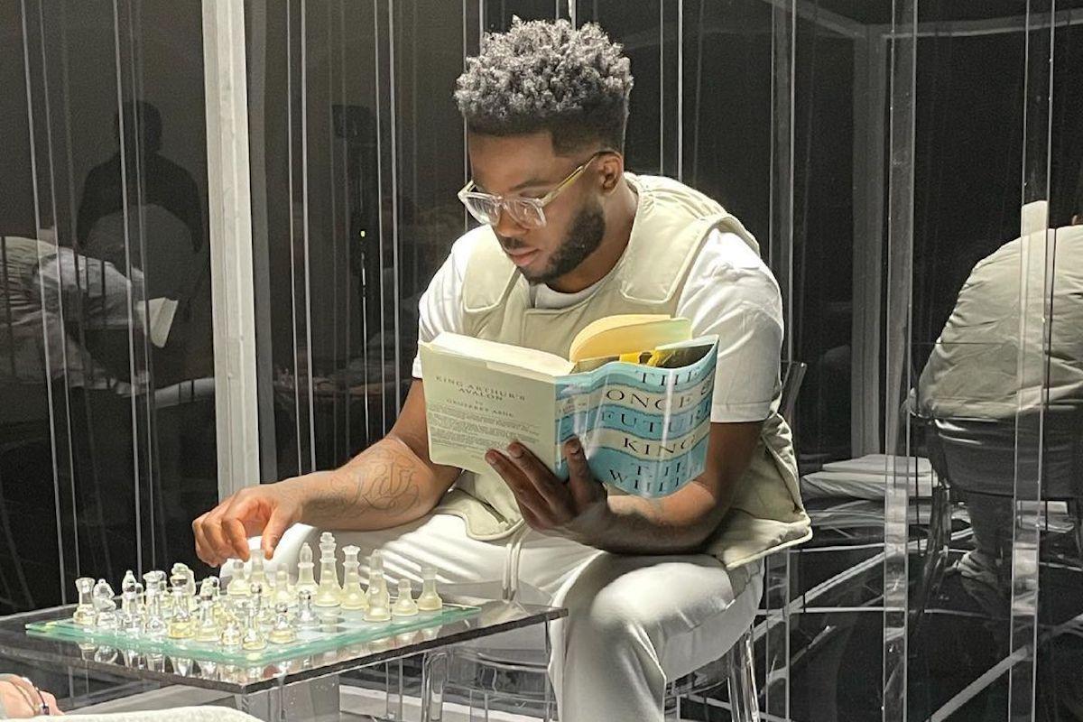 "Blanco Flexes His Chess Skills In ""Magneto"" Video"