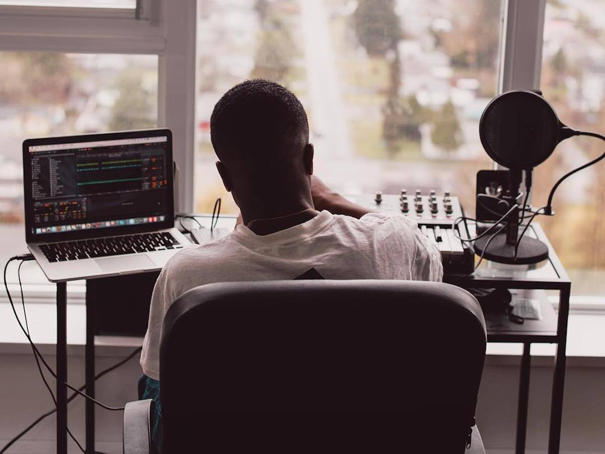 """South East London Producer Emil Returns With Knucks For Jazzy """"Beg To Differ"""""""