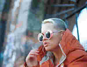 "Etta Bond Takes Control In Sensual Video ""Let Me Hit It"""