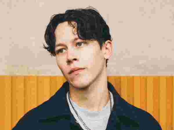 """Exclusive: Isaac Waddington Let's You Into His World In """"Nothing's Changed"""""""