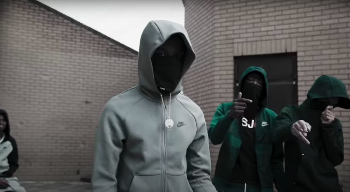 """OFB's Izzpot And Fizzler Hit The Mic To Set """"Trends"""""""