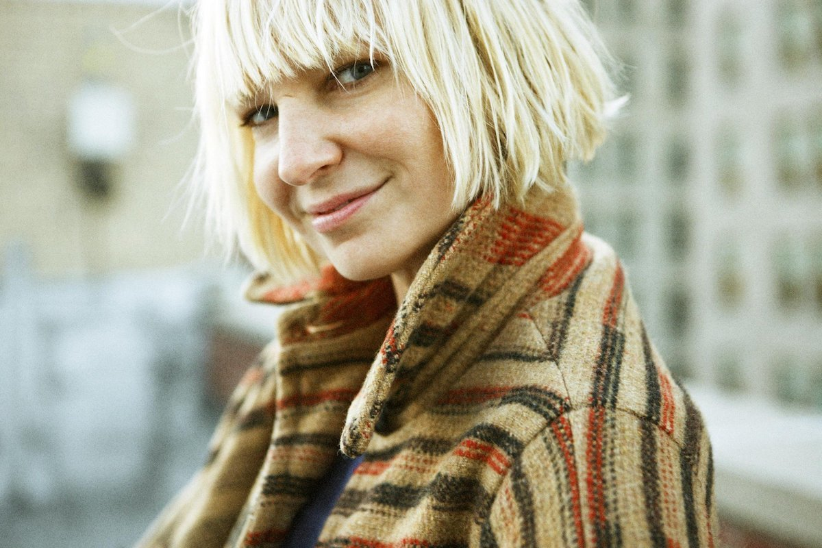 "HERITAGE: Sia Performs The Original Version Of ""Little Man"" Live"