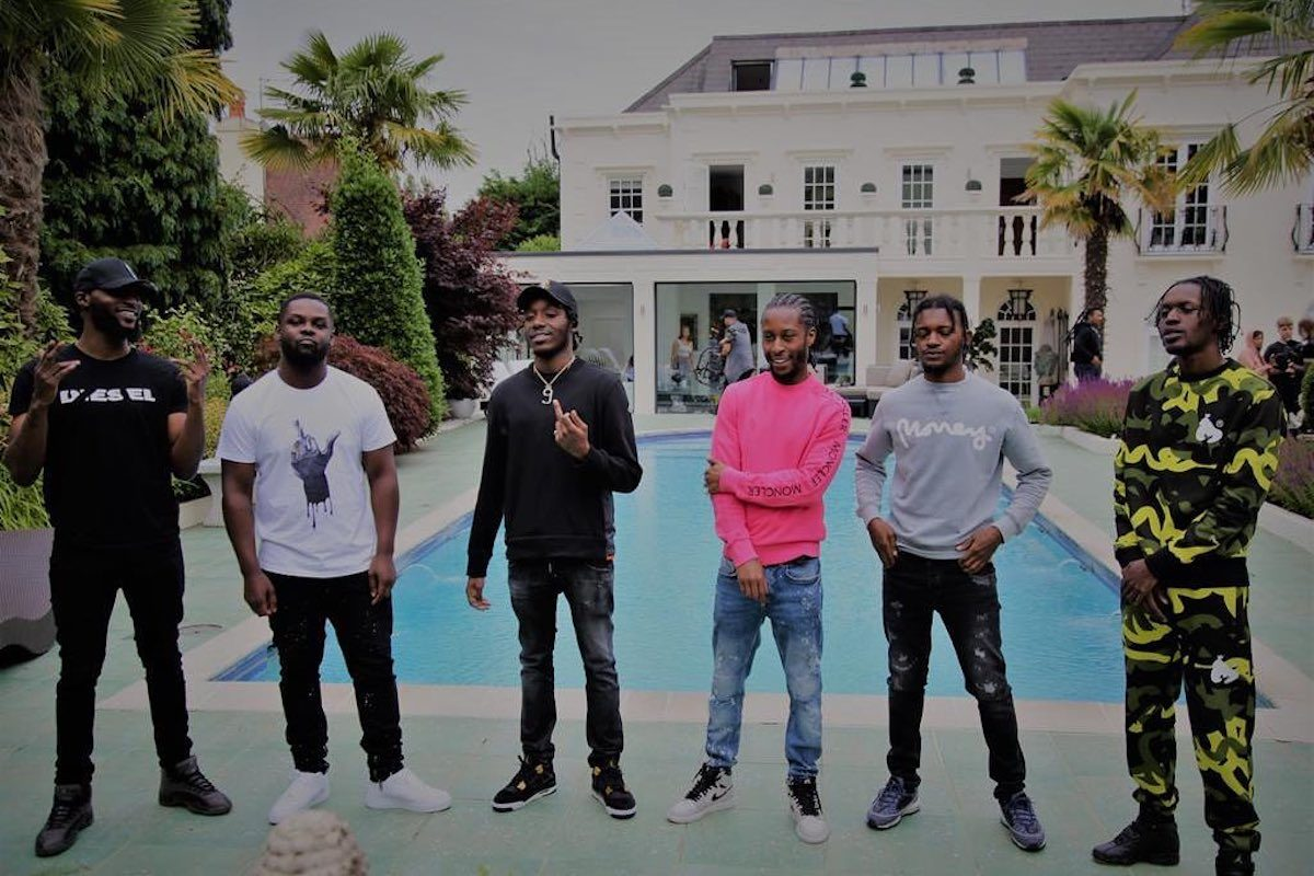 """Smoke Boys Make Themselves At Home In Lavish """"Click My Finger"""" Visuals"""